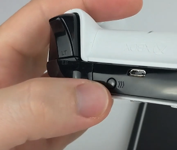 How to Connect Xbox One Controller to iPhone bluetooth Pairing Button